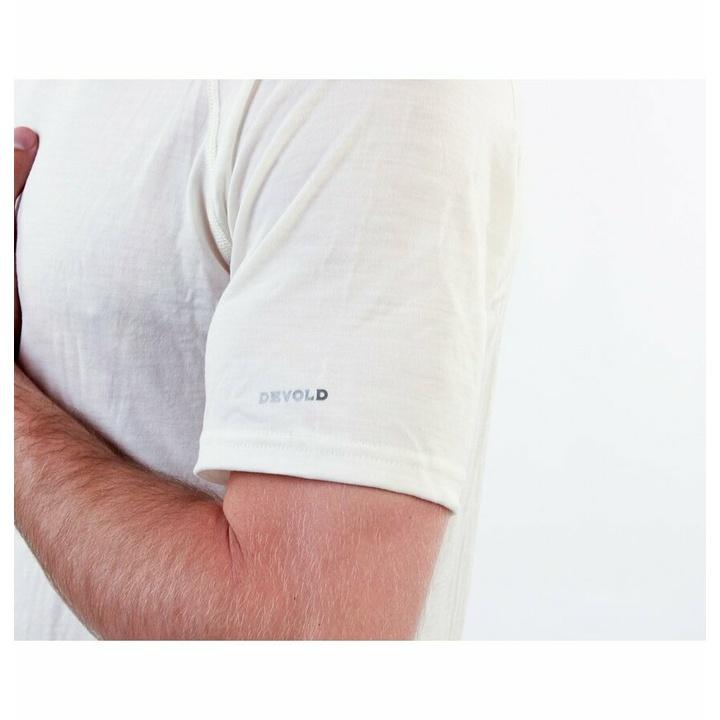 Moška majica Devold Breeze Man Majica GO 180 211 A 000A bela